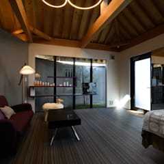 la-rocco: 風景のある家.LLCが手掛けた小さな寝室です。,モダン 木 木目調
