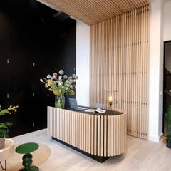 interieurontwerp voor een luxe kantoorpand.:  Kantoor- & winkelruimten door interior for tomorrow, Modern