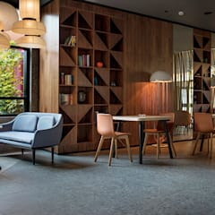 Bars & clubs by MOEM Studio, Eclectic