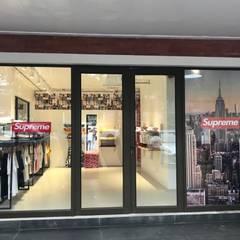 KALYA İÇ MİMARLIK \ KALYA INTERIOR DESIGN – Supreme Mağazası:  tarz Dükkânlar, Modern Aluminyum/Çinko