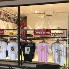 KALYA İÇ MİMARLIK \ KALYA INTERIOR DESIGN – Supreme Mağazası:  tarz Dükkânlar, Modern Cam
