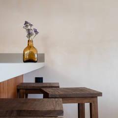 Armarios de cocinas de estilo  por Blue Sky, Tropical Madera Acabado en madera