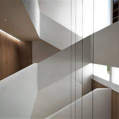: Escaleras de estilo  por RRA Arquitectura, Minimalista Madera Acabado en madera