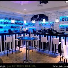 Bars & clubs توسطARTECOLOR SERVICIOS, مدرن