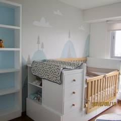 PROYECTO DORMITORIO BEBE - LE SAULE LINCE: Dormitorios infantiles de estilo  por NF Diseño de Interiores , Escandinavo