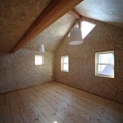 Modern  Ciassic: 株式会社高野設計工房が手掛けた子供部屋です。,北欧