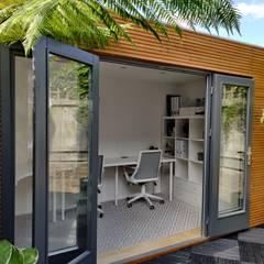 Linea Contemporary Garden Office:  Garage/shed by Garden Affairs Ltd, Modern Wood Wood effect
