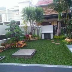 Hoteles de estilo  por Tukang Taman Surabaya - flamboyanasri, Minimalista