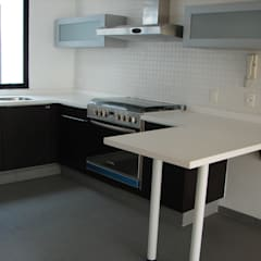 Small kitchens by BLAUE MINZE, Minimalist Wood-Plastic Composite