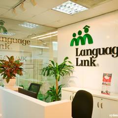 Công trình thiết kế nội thất trung tâm tiếng anh Language Link:  Cửa ra vào by SY DESIGN, Hiện đại