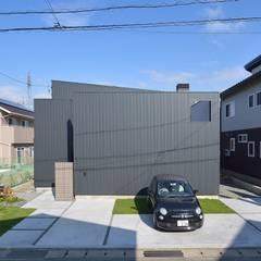 シャープでありつつもあたたかい家。: 空間工房株式会社が手掛けた一戸建て住宅です。,オリジナル 鉄/鋼