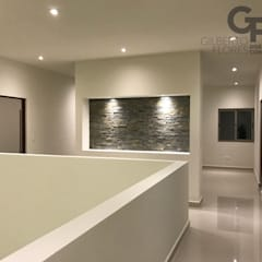 CAROLCO 5 Paredes y pisos de estilo moderno de GF ARQUITECTOS Moderno Piedra