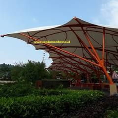 Tenda membrane Jungleland, Sentul: Atap datar oleh Fortuna Jaya Kreasi, Tropis Plastik