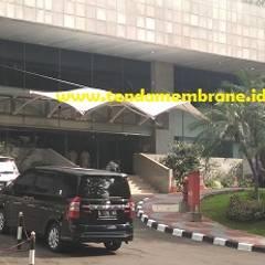 Tenda membrane DPR RI, Senayan Jakarta: Gedung perkantoran oleh Fortuna Jaya Kreasi, Tropis Plastik