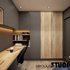 Apartament przy ul. Lema Nowoczesne domowe biuro i gabinet od MIKOŁAJSKAstudio Nowoczesny