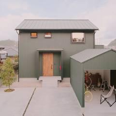 Wooden houses by ELホーム/KURASU HOUSE, Industrial Metal