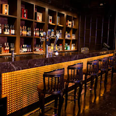 Bars & clubs by Acmeview Interior Solutions, Asian