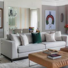 Apartamento Panamby Salas de estar ecléticas por Alexandre Squassoni Arquitetura e Interiores Eclético