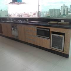 Muebles de cocinas de estilo  por Marcenaria Shalom, Clásico Tablero DM