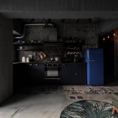 Kitchen units by 湜湜空間設計, Industrial
