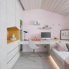 光影迴廊:  臥室 by 知域設計, 現代風
