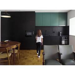 Apartamento do Morro: Jogo das Escondidas por Building Pictures Minimalista