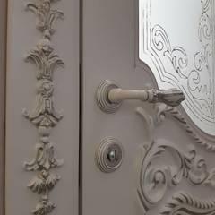 Puertas interiores de estilo  por ГЕОНА., Clásico