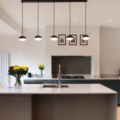 Built-in kitchens by Kreativ Kitchens, Minimalist