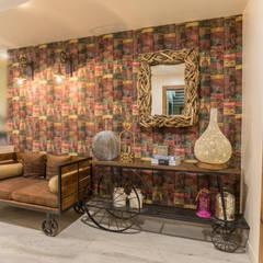 Pasillos, vestíbulos y escaleras rústicos de Vishakha Chawla Interiors Rústico