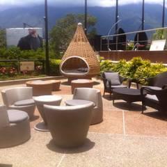 Mobiliario para Terraza de Hotel en Caracas: Hoteles de estilo  por THE muebles, Moderno