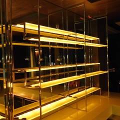Iluminación / Bar Condado de Sayavedra: Cavas de estilo  por dBLuM Project Management, Moderno