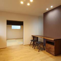 Estudios y despachos de estilo  por Studio tanpopo-gumi 一級建築士事務所, Asiático