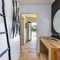 Moradia de luxo na Aldeia de Juzo, Cascais Casas de banho ecléticas por ImofoCCo - Fotografia Imobiliária Eclético