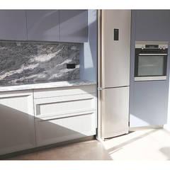Remodelação de Apartamento em Parede Cozinhas modernas por MILOBRAS - Empresa de Obras e Remodelação Moderno