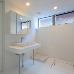 国分中央の住宅: アトリエ環 建築設計事務所が手掛けた浴室です。,モダン