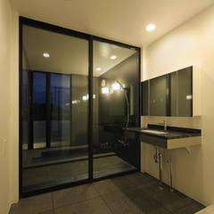 霧島の住宅: アトリエ環 建築設計事務所が手掛けた浴室です。,モダン