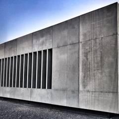 Estadios de estilo minimalista de RÖ | ARQUITECTOS Minimalista Hormigón