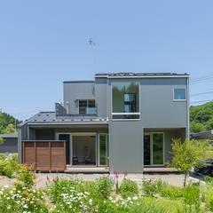 Chalés e casas de madeira  por タイラヤスヒロ建築設計事務所/yasuhiro taira architects & associates , Industrial Metal