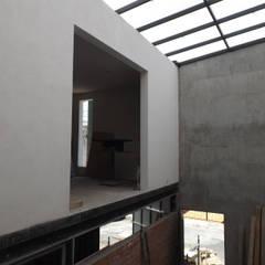 Casas pequeñas de estilo  por MIDA  , Minimalista Hormigón