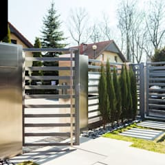 Shiny Day. Nowoczesne ogrodzenie aluminiowe Xcel od Xcel Nowoczesny