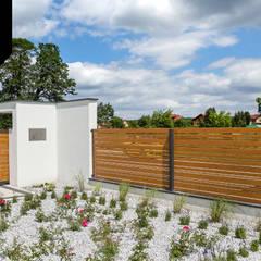 White Wood. Drewnopodobne ogrodzenie aluminiowe Xcel od Xcel Nowoczesny