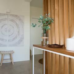 Moradia Odeceixe Corredores, halls e escadas modernos por MUDA Home Design Moderno