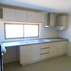 Kitchen units by Montgreen Ecomodular, Mediterranean