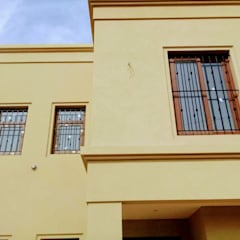 Single family home by Arquitecto Martin Daloria, Classic