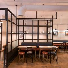 Pint Shop, Cambridge, UK:  Gastronomie door White Space Studio, Klassiek Metaal