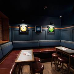 Pint Shop, Cambridge, UK:  Gastronomie door White Space Studio, Klassiek Hout Hout
