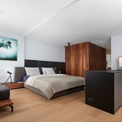 Grote moderne slaapkamer Moderne slaapkamers van De Suite Modern