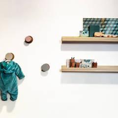 Baby room by Sentido Arquitectura, Minimalist Wood Wood effect