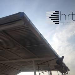 Gable roof by Hrt+r diseño calculo y construccion de estructuras metalicas, Industrial آئرن / اسٹیل