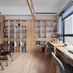 Estudios y despachos de estilo  por 禾光室內裝修設計 ─ Her Guang Design, Asiático